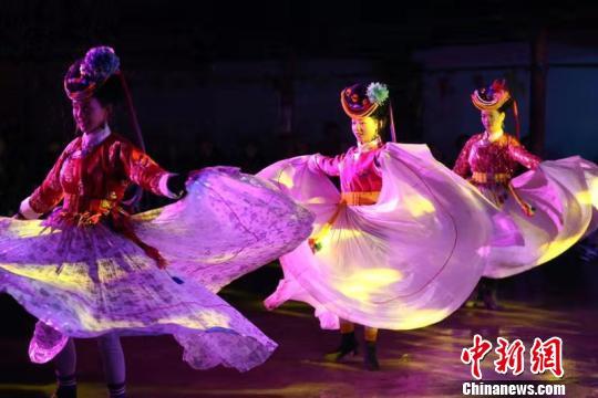 """泸沽湖畔甲搓舞:""""舞动""""的摩梭人文风情"""