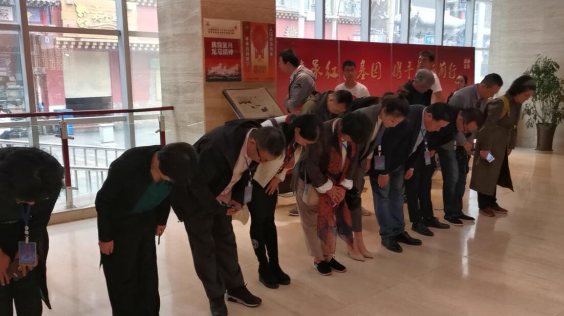 20余世界主流华文媒体兰州缅怀先烈
